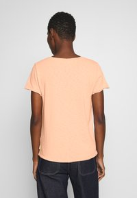 Marc O'Polo DENIM - SHORT SLEEVE VNECK - Basic T-shirt - rose smoke - 2