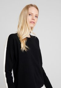 Marc O'Polo DENIM - Pullover - black/white - 3