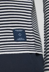 Marc O'Polo DENIM - LONG SLEEVE CREW NECK - Svetr - multi/scandinavian blue - 5