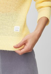 Marc O'Polo DENIM - Sweter - yellow - 4