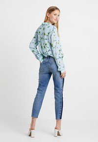 Marc O'Polo DENIM - ALVA CROPPED - Jeansy Slim Fit - blue side of life/mid blue - 2