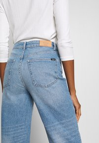 Marc O'Polo DENIM - TOMMA - Jeans a sigaretta - light summer wash - 5