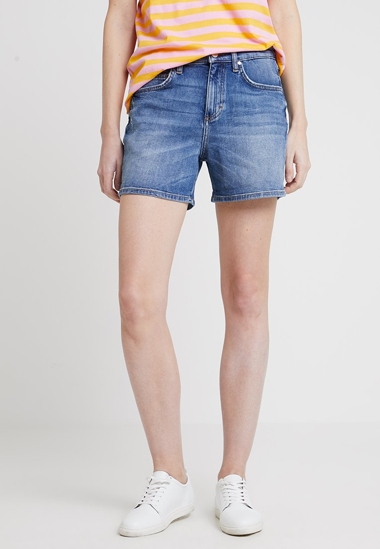 Marc O'Polo DENIM - MID THIGH LENGTH - Denim shorts - graphic stitch blue wash