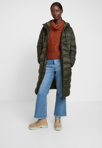 Marc O'Polo DENIM - COAT QUILTED PUFFER 2IN1 OPTIC - Cappotto invernale - action green - 0
