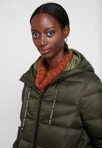 Marc O'Polo DENIM - COAT QUILTED PUFFER 2IN1 OPTIC - Cappotto invernale - action green - 6