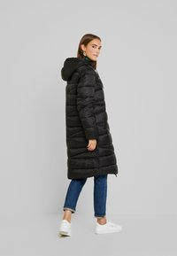 Marc O'Polo DENIM - COAT QUILTED PUFFER 2IN1 OPTIC - Cappotto invernale - black - 2