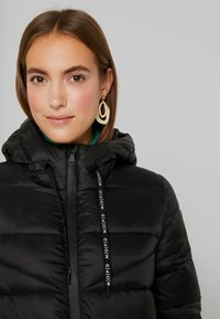 Marc O'Polo DENIM - COAT QUILTED PUFFER 2IN1 OPTIC - Cappotto invernale - black - 3