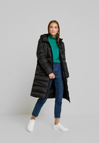 Marc O'Polo DENIM - COAT QUILTED PUFFER 2IN1 OPTIC - Cappotto invernale - black - 1