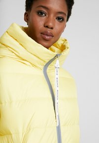 Marc O'Polo DENIM - PUFFER CROPPED BIG HOOD - Winter jacket - yellow cream - 3