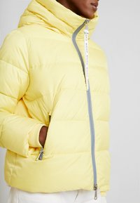 Marc O'Polo DENIM - PUFFER CROPPED BIG HOOD - Winter jacket - yellow cream - 5