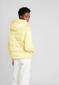 Marc O'Polo DENIM - PUFFER CROPPED BIG HOOD - Winter jacket - yellow cream - 2