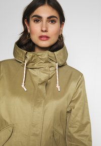Marc O'Polo DENIM - OVERSIZED SPECIAL HOOD SPECIAL DRAWSTRING - Parka - bleached olive - 3