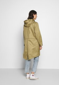 Marc O'Polo DENIM - OVERSIZED SPECIAL HOOD SPECIAL DRAWSTRING - Parka - bleached olive - 2