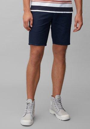 MIT TUNNELZUG-BUND - Shorts - scandinavian blue
