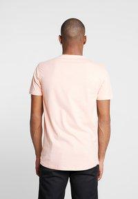 Shine Original - TEE CURVED BOTTOM - T-shirt print - light pink - 2