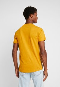 Shine Original - STRIPE POCKET TEE - T-Shirt print - camel - 2