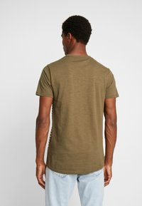Shine Original - STRIPE POCKET TEE - T-Shirt print - army - 2
