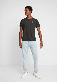 Shine Original - HAND EMBROIDERY TEE - T-shirts med print - black mix - 1