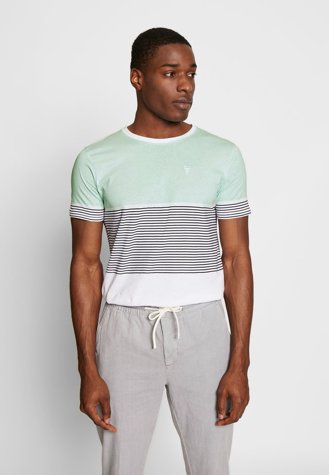 SIDE PRINT TEE - Printtipaita - light green