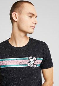 Shine Original - CHEST EMBROIDERY TEE  - T-Shirt print - black - 3