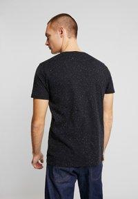 Shine Original - CHEST EMBROIDERY TEE  - T-Shirt print - black - 2