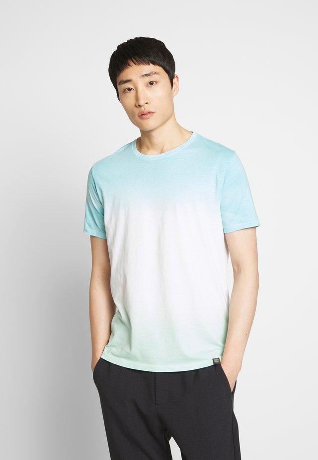 DIPE DYE TEE - Print T-shirt - green