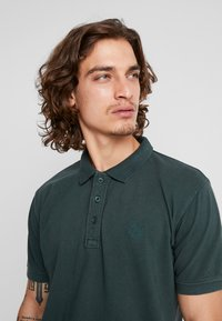Shine Original - DYED AND WASHED OUT  - Poloskjorter - dark green - 5