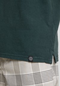 Shine Original - DYED AND WASHED OUT  - Poloskjorter - dark green - 3