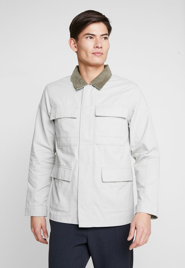 WORKER JACKET - Lehká bunda - grey