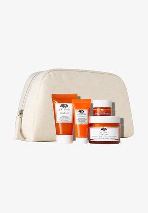 GINZING SET - Skincare set - -