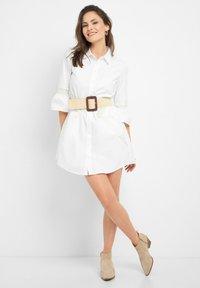 ORSAY - MIT STICKEREI - Shirt dress - weiß - 1