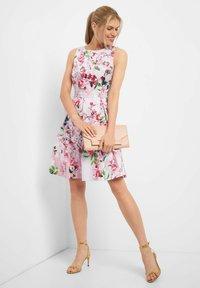 ORSAY - MIT BLUMENMUSTER - Day dress - rosa - 1
