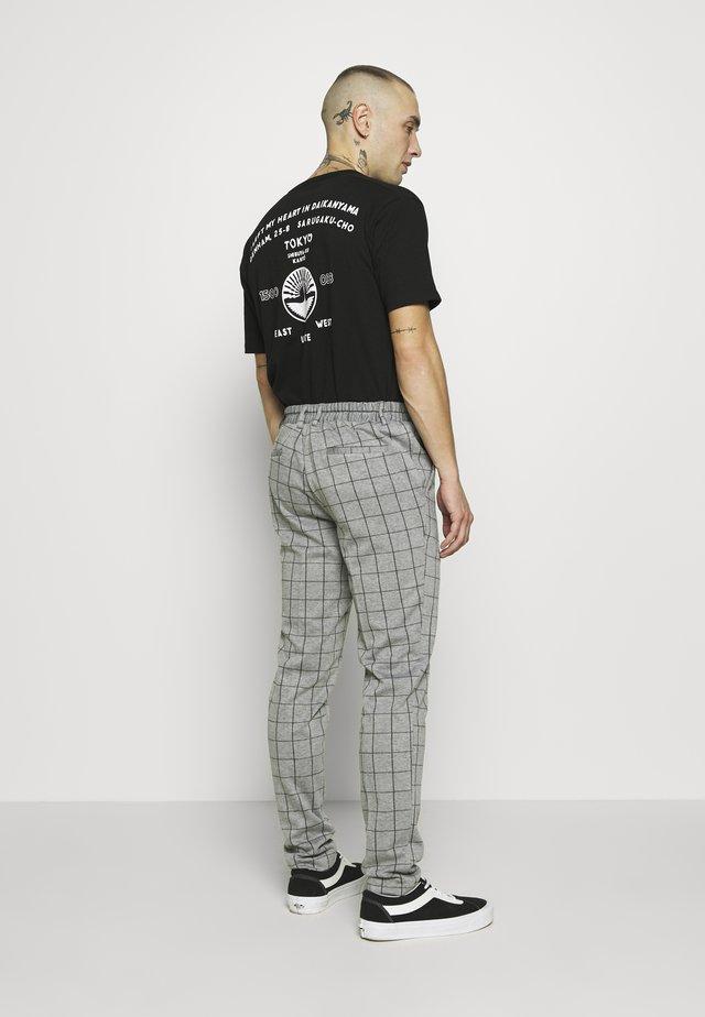 ONSELIAS GRID PANTS - Kangashousut - light grey melange