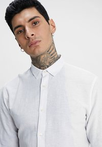 Only & Sons - ONSCAIDEN LS SOLID LINEN SHIRT NOOS - Koszula - white - 4