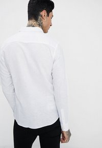 Only & Sons - ONSCAIDEN LS SOLID LINEN SHIRT NOOS - Koszula - white - 2