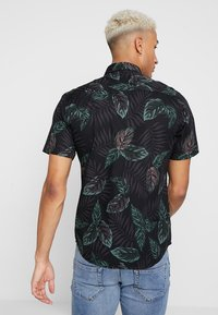 Only & Sons - ONSTIMOTHY SS FLORAL SHIRT RE - Camicia - black - 2