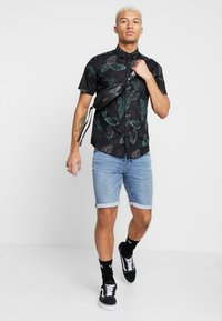 Only & Sons - ONSTIMOTHY SS FLORAL SHIRT RE - Camicia - black - 1