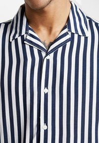 Only & Sons - ONSWAYNE STRIPED - Camicia - dress blues - 5