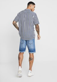 Only & Sons - ONSWAYNE STRIPED - Camicia - dress blues - 2