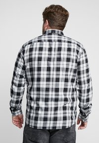 Only & Sons - ONSOMAR CHECKED HERRINGBONE - Košile - cloud dancer - 2