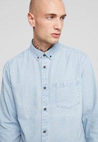Only & Sons - ONSBASIC DENIM SHIRT  - Skjorta - light blue denim - 3
