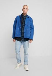 Only & Sons - ONSOZEAN MIXED CHECKED REGULAR SHIRT - Camisa - dress blues - 1