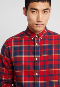 Only & Sons - ONSODAN CHECKED SLIM FIT - Koszula - pompeian red - 3