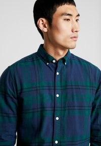 Only & Sons - ONSODAN CHECKED SLIM FIT - Koszula - forest night - 4