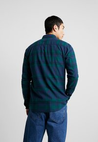 Only & Sons - ONSODAN CHECKED SLIM FIT - Koszula - forest night - 2