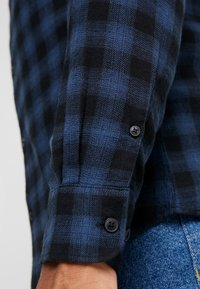 Only & Sons - ONSEMIL CHECK - Koszula - insignia blue - 4