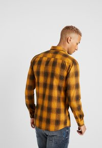 Only & Sons - ONSEWAN SHADOW CHECK SLIM FIT - Košile - desert sun - 2