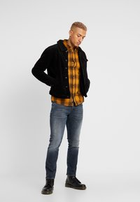 Only & Sons - ONSEWAN SHADOW CHECK SLIM FIT - Košile - desert sun - 1