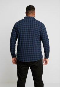 Only & Sons - ONSGUDMUND  SMALL CHECK  - Skjorter - dress blues - 2