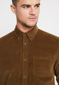 Only & Sons - ONSGEORG SOLID REGULAR FIT - Chemise - kangaroo - 4